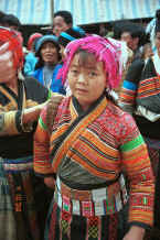 Jpeg 53K Flower Miao woman from a village in Zhu Chang township bringing her textiles to sell in De Wo market, De Wo township, Longlin county, Guangxi province, South West China 0010f29.jpg
