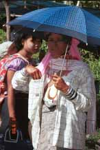 Jpeg 57K Woman sheltering from the sun at Kalaw market 9809i12
