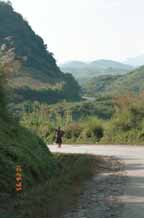 Jpeg 43K Hmong girl on the road west from Hanoi